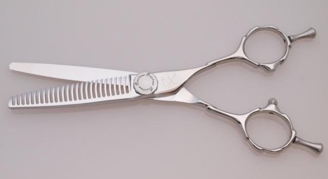 美容師用セニングシザー カット率15%前後